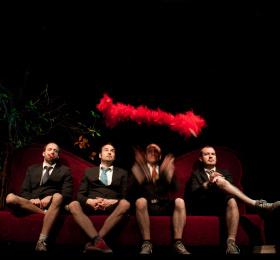 Image Promenons-nous dans les boas du ministère magouille Spectacle musical/Revue