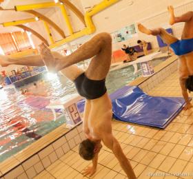 Image Swing in pool Arts de la rue